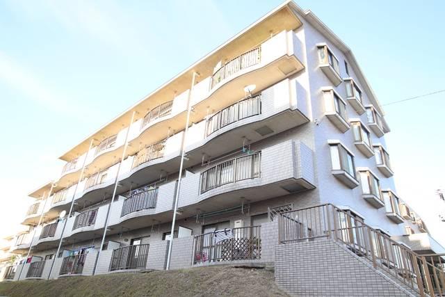 エレガンス・カーサあざみ野 3DK/4階の外観 バルコニー側は高さがある為、1階から4階まで日当たり良好です。