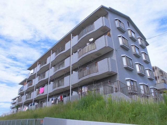 エレガンス・カーサあざみ野 3DK/3階の外観 バルコニー側は高さがある為、1階から4階まで日当たり良好です。