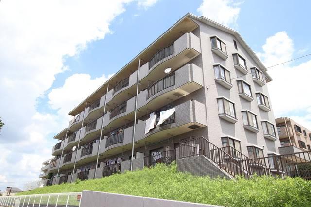 エレガンス・カーサあざみ野 3DK/1階の外観 バルコニー側は高さがある為、1階から4階まで日当たり良好です。