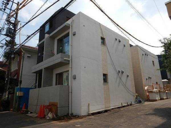 J′sコート代々木 1K/3階の外観 心を込めて建築中です!